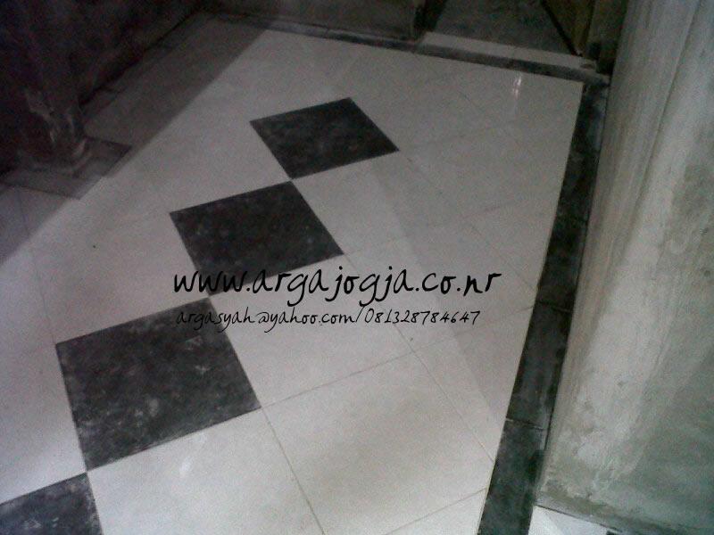 Foto Desain Pola Keramik Diagonal Border Kamar Dapur